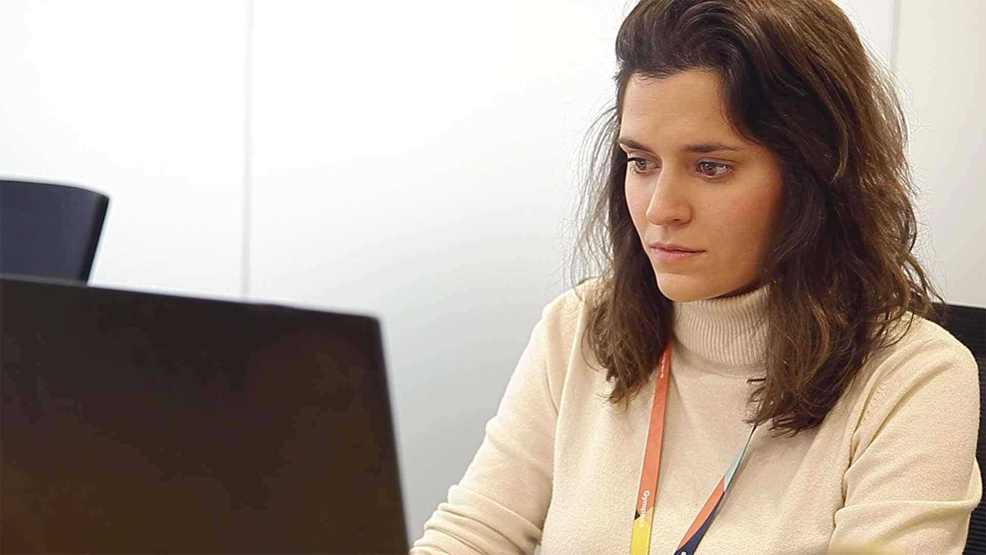master en comunicacion multimedia internet alumna ordenador